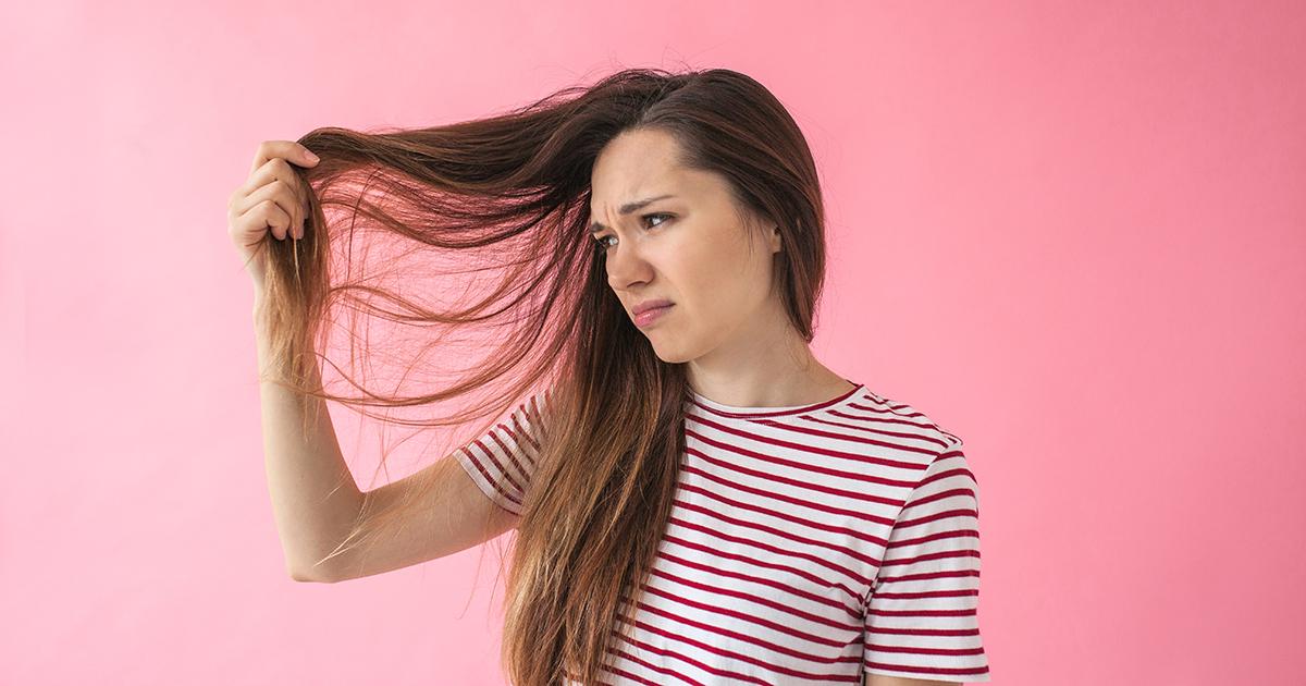 Syy rasvoittuviin hiuksiin löytyykin hiuspohjasta | Näin saat hiuksistasi puhtaat ja ilmavat